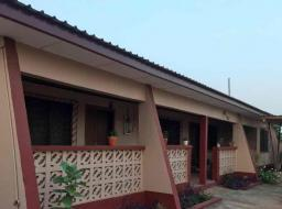 2 bedroom house for rent at Labone